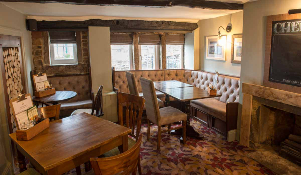 The Crown & Glove - Relax in a real local pub