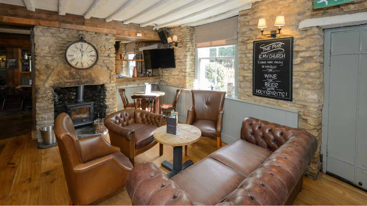 Masons Arms - Relax in a real local pub
