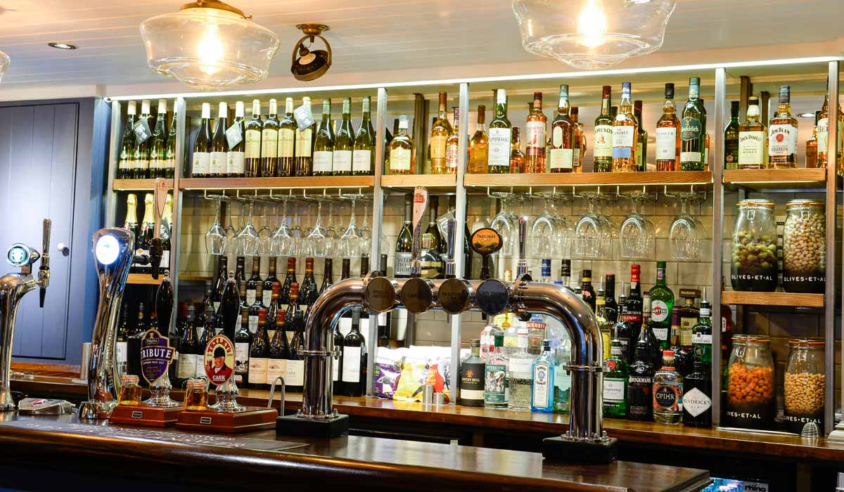 The Woolpack - Relax in a real local pub