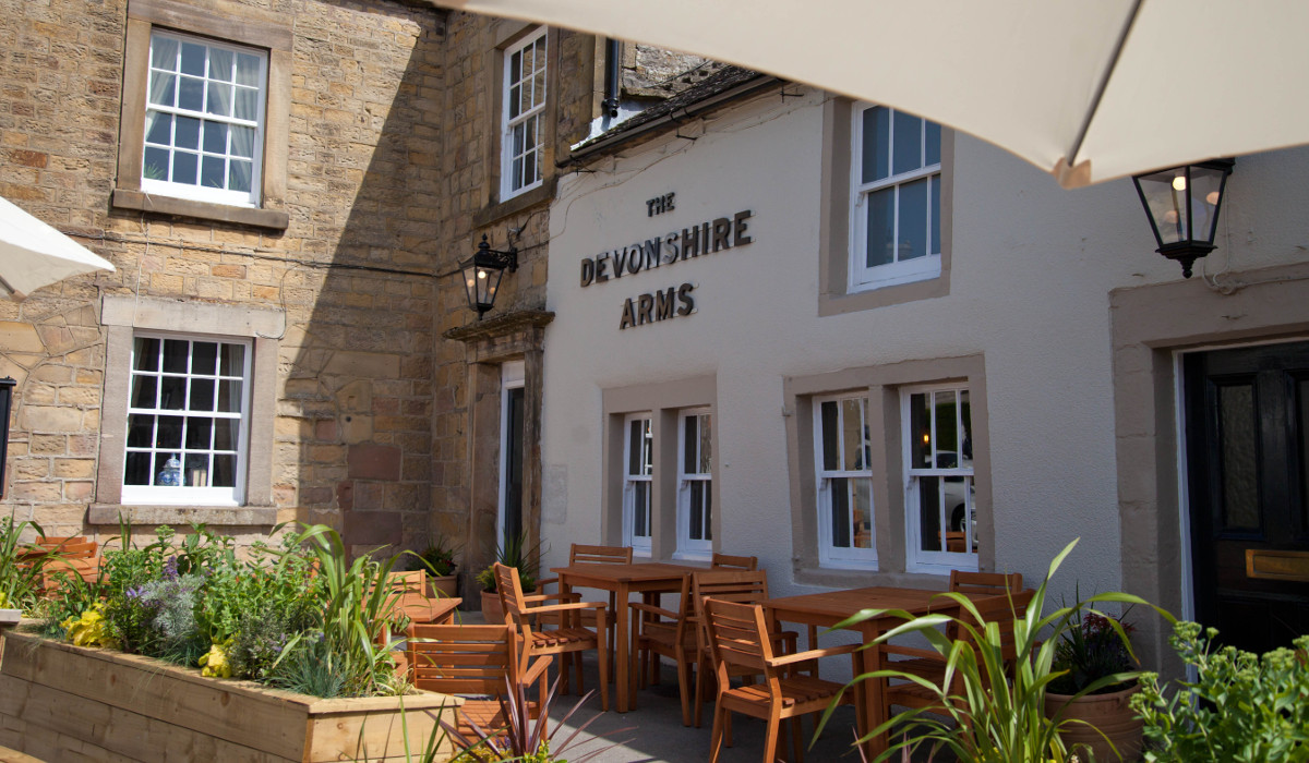 devonshire arms hartington external seating