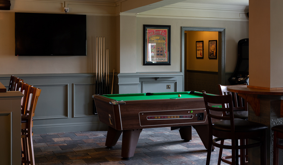 The Bedes Lea North Baddesley pool table